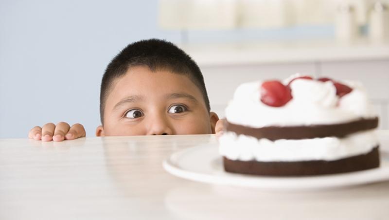 ¿Por qué aumenta la obesidad infantil? - Compartir en Familia