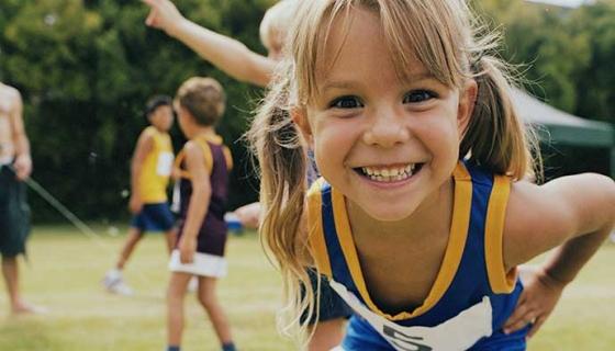El deporte en grupo potencia la socialización del niño - Compartir en Familia