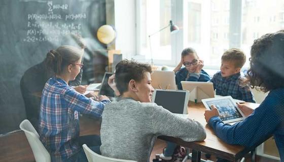 Adolescentes y tecnología: el nuevo reto educativo - Compartir en Familia