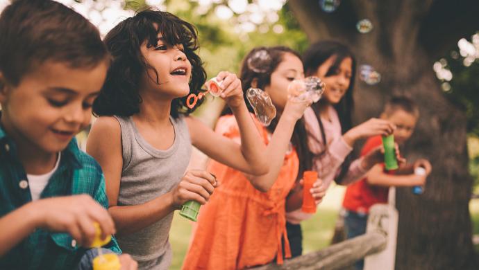 8 consejos para que tus hijos sean felices - Compartir en Familia