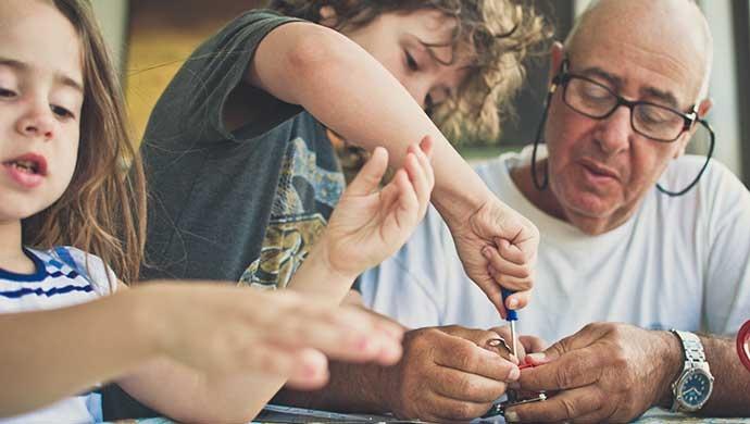 5 juegos para potenciar tus habilidades físicas y mentales (y las de tus hijos) - Compartir en Familia