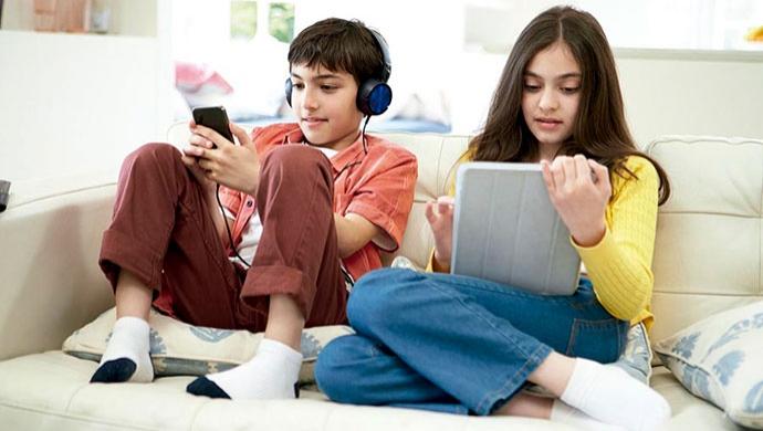 El móvil, enemigo de la convivencia familiar - Compartir en Familia