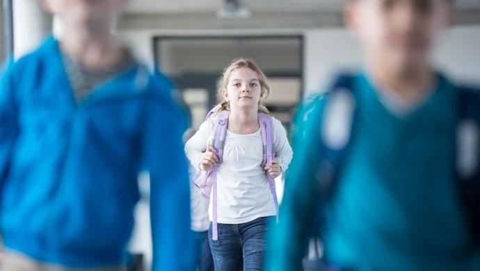 ¡Cuidado con las mochilas! No cargues su espalda - Compartir en Familia