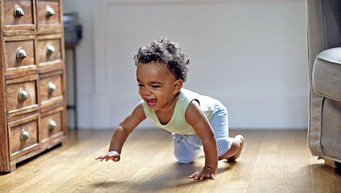 ¿Cuándo empiezan a andar los bebés? - Compartir en Familia
