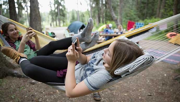 ¿Cómo evitar que nuestros hijos tengan una doble vida en Internet? - Compartir en Familia