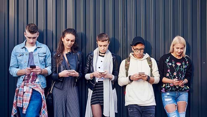 ¿Por qué los jóvenes usan cotidianamente sus redes sociales?  - Compartir en Familia