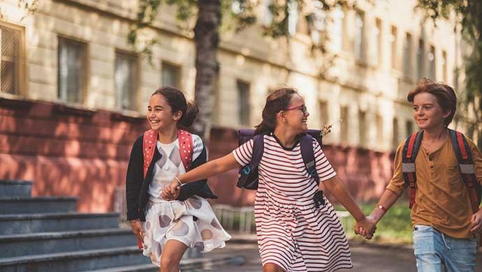 10 consejos para que tu hijo acuda feliz al colegio - Compartir en Familia