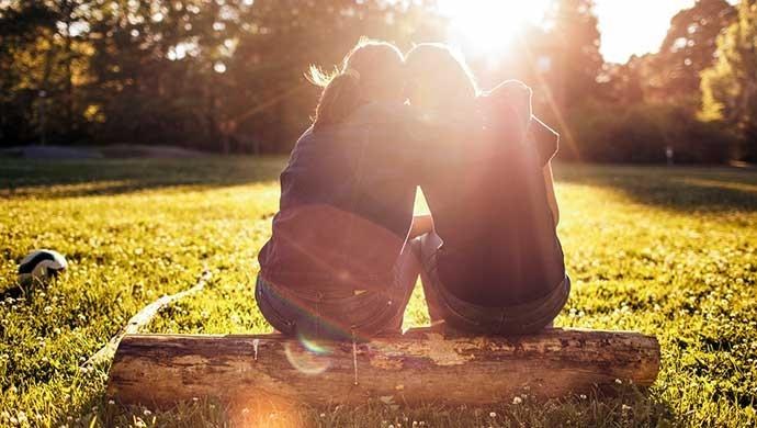 No hay que hablar de sexo a nuestros hijos, sino de relaciones afectivas - Compartir en Familia