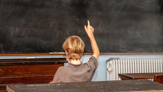 Levanta la mano si quieres cambiar tu escuela - Compartir en Familia
