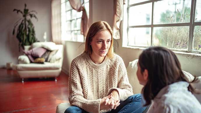 5 importantes pautas para que escuches (y no solo oigas) bien a tu hijo - Compartir en Familia