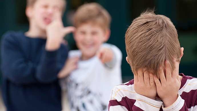 Claves para identificar si tu hijo sufre acoso escolar - Compartir en Familia