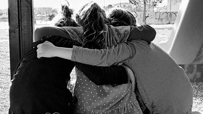 Cómo ayudar a nuestros hijos e hijas a cultivar relaciones de amistad saludables - Compartir en Familia