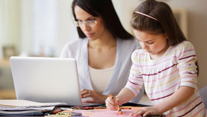 6 consejos para conciliar el teletrabajo con los niños durante el confinamiento - Compartir en Familia
