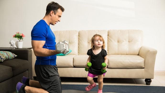 Beneficios de realizar ejercicio en casa y en familia - Compartir en Familia