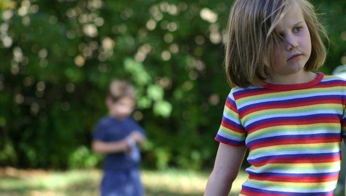 ¿Pueden ser buenos los celos entre hermanos? - Compartir en Familia