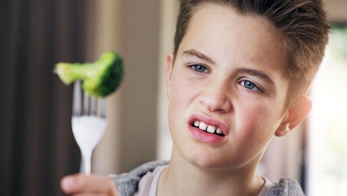 Cómo enseñar a nuestros hijos a alimentarse bien para prevenir patologías - Compartir en Familia