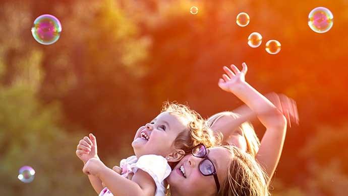 ¿Cómo enseñar a nuestros hijos a tener inteligencia emocional? - Compartir en Familia