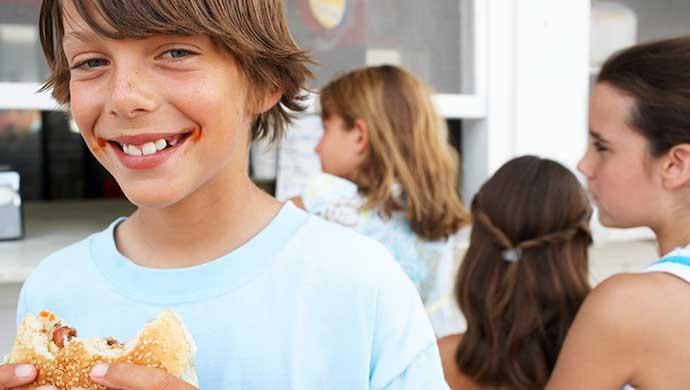 Detecta con este test si tu hijo controla lo que come - Compartir en Familia